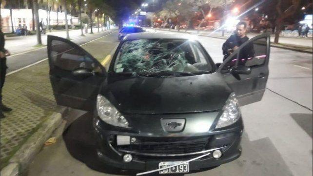 El auto Peugeot 307 con el que atropellaron al agente Marcos Di Fazio.