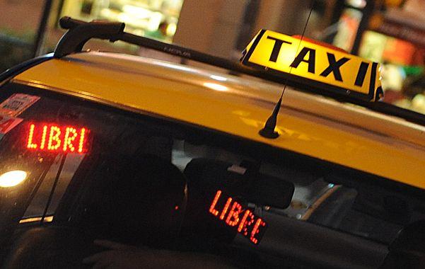 Sin pasajeros. Los taxistas cuestionan la tarifa alta por las noches y la competencia desleal de los remises truchos.