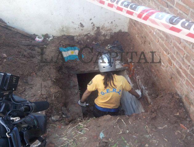 El túnel comienza en una de las habitaciones de la vivienda y sale hacia el exterior