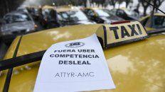 Rechazo y hostilidad. Los taxistas se movilizaron en reiteradas oportunidades para repudiar los anunciados desembarcos del aplicativo.