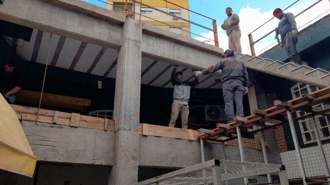 """En las galerías de Flores (CABA), Castillo está levantando un segundo piso: """"Eso es lo que yo hago, no hay chapas ni canastos"""