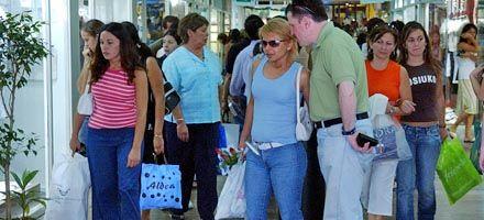 Los negocios alargan sus horarios y redoblan la seguridad por las Fiestas
