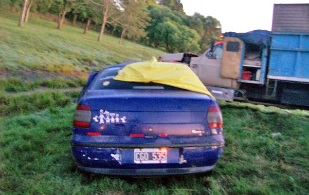 Sin explicación. Se ignora cómo es que el Fiat Siena chocó frontalmente contra un camión