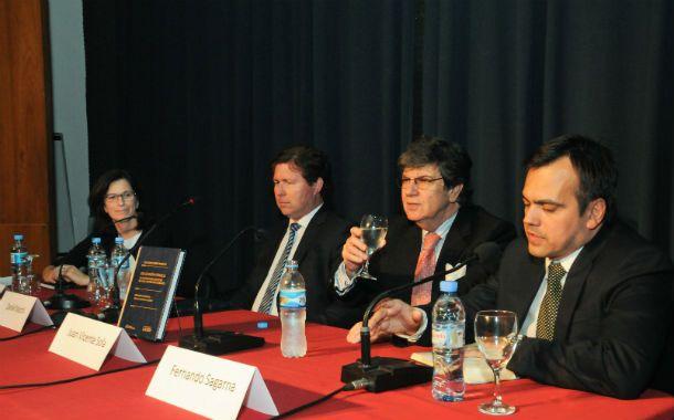 La presentación. Marchi (en el centro)