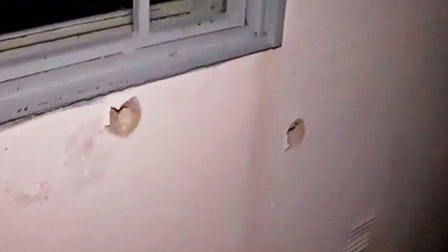 Diez balazos contra el frente de un almacén en barrio Triángulo