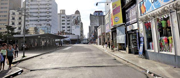 San Luis y San Martín. Uno de los sitios más concurridos de la ciudad donde ayer primó la calma. (Foto: Alfredo Celoria)