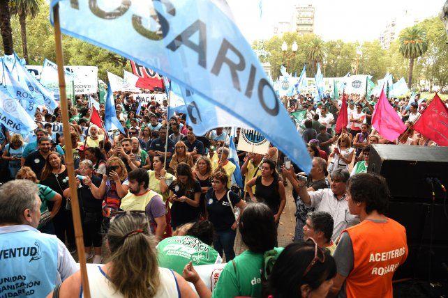 Que gremios adhieren al paro nacional de este martes en Rosario y la región
