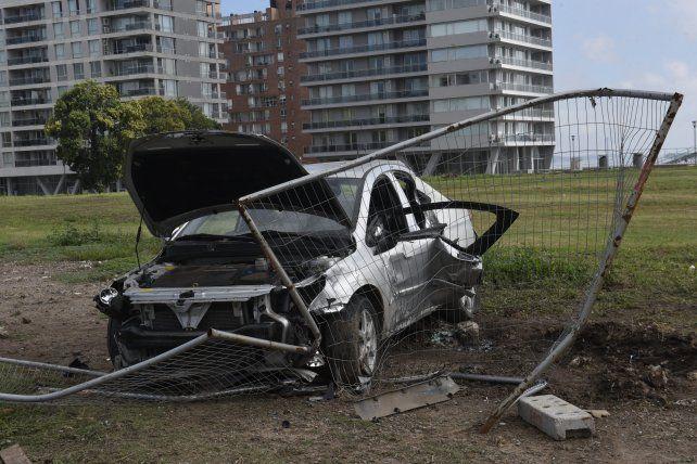 Los jóvenes conducían a alta velocidad y el vehículo dio varios vuelcos.