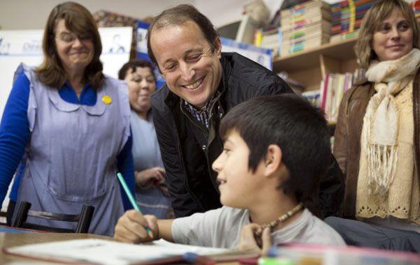 Campaña. Insaurralde recorre la provincia de Buenos Aires para tratar de revertir el resultado de las primarias.