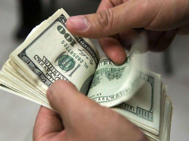 Cambian dólares y planchan el tipo de cambio