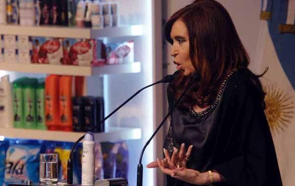 En marcha. Cristina inauguró la fábrica de desodorantes de la firma Unilever y la ampliación de una planta autopartista.