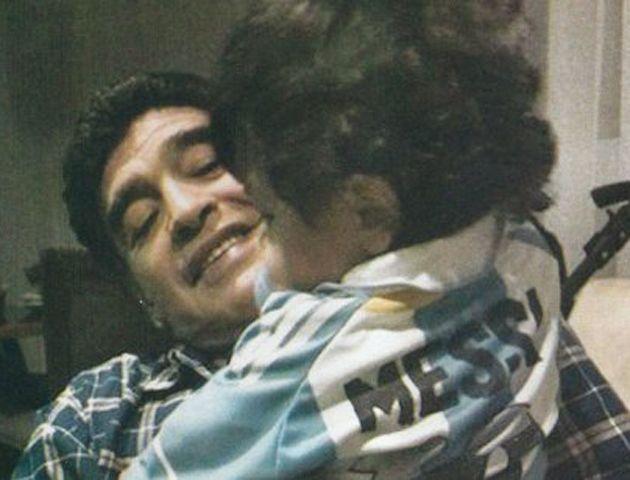 Diego Maradona se mostró feliz con su hijo Diego Fernando y Verónica Ojeda en Brasil