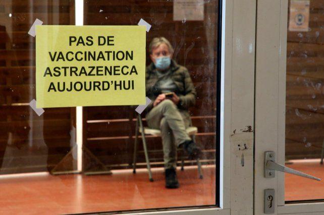 """FRANCIA. Un cartel en un centro de salud anuncia """"hoy no se vacuna""""."""