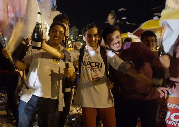 Los festejos de Cambiemos llegaron a las calles del centro de la ciudad de Rosario.