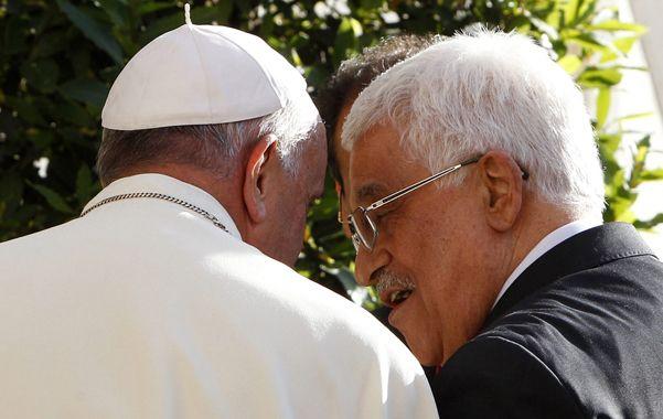 Amigos. El Papa se abraza con Abbas
