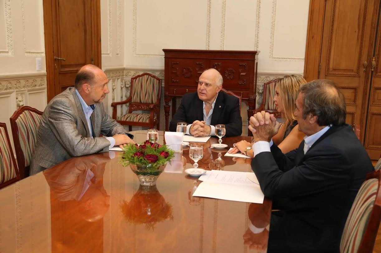 El gobernador Miguel Lifshitz se reunió con los senadores Omar Perotti