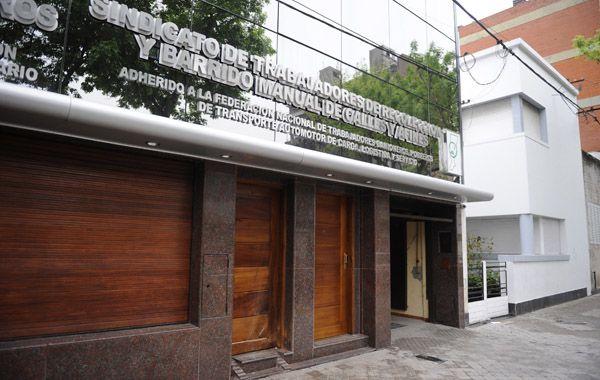 """Dainotto lamentó la bomba en Camioneros y se preocupó """"por el regreso del pasado"""""""