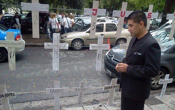 Pastor. Ayer hizo un alto en el velorio de Jairo para ir a reclamar a Tribunales.