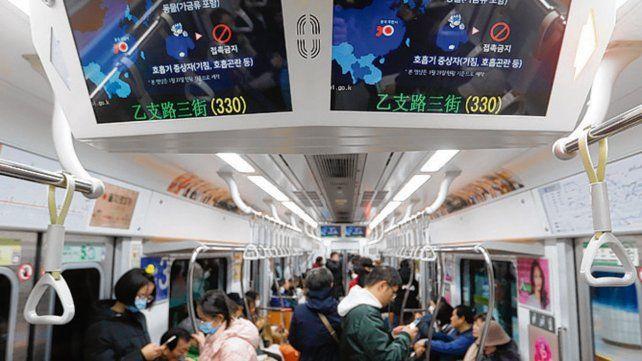 pasajeros. Un subte en Seúl