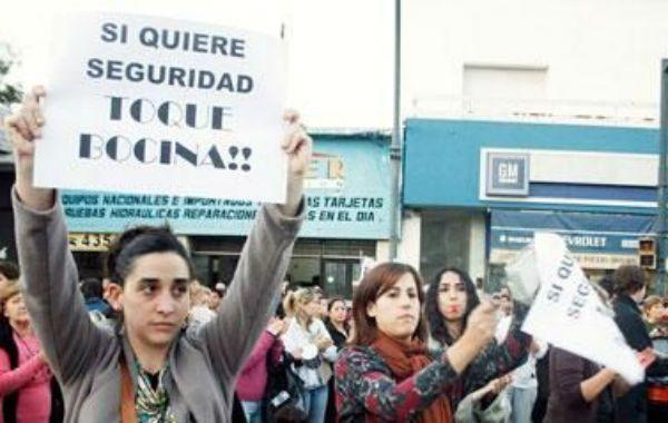 Familiares y amigos realizaron una marcha en la plaza Pringles para reclamar justicia.