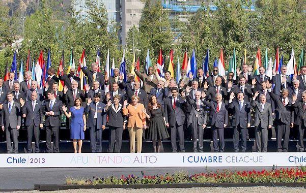 Gran familia. Los presidentes y jefes de Estado de la América latina y la Unión Europea se reunieron en Santiago para sentar las bases de un nuevo acuerdo comercial entre los bloques.