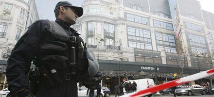 Conmoción en París: hallaron cinco bombas en un  shopping céntrico