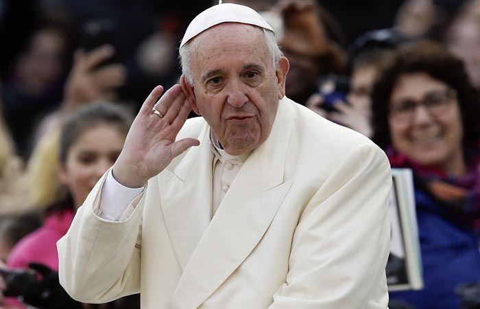 El Papa afirmó que la indiferencia puede llegar también a justificar algunas políticas económicas deplorables.