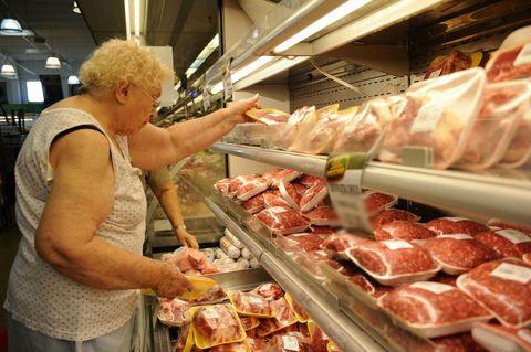 El ministro de Agroindustria nacional instó a los consumidores a un boicot si no baja el precio de la carne.