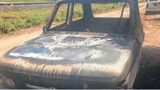 El Fiat 147 quedó totalmente destruido por las llamas.