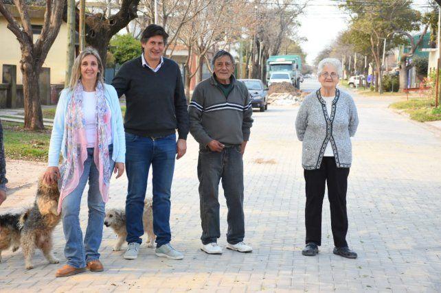El intendente Rolvider Santacroce anunció remodelaciones y pavimentación en el barrio.