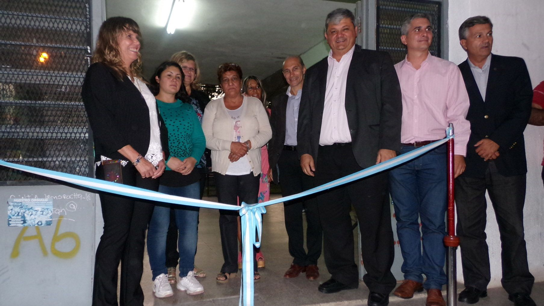 Momento de historia y Emoción. La ministra de Educación y el intendente Ricci inauguraron la escuela para adultos.