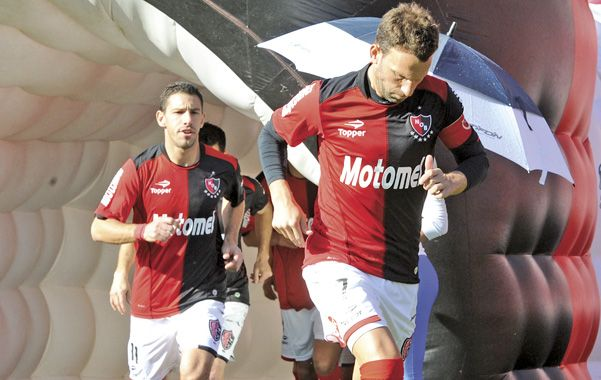 El líder Newells juega ante el último en Avellaneda y busca sacar más ventaja en el inicio de la 8ª fecha.