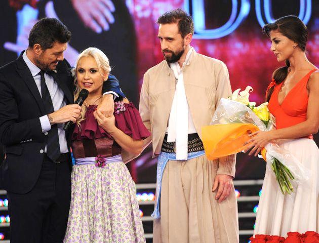 Tinelli consuela a Ojeda tras enterarse de su eliminación.