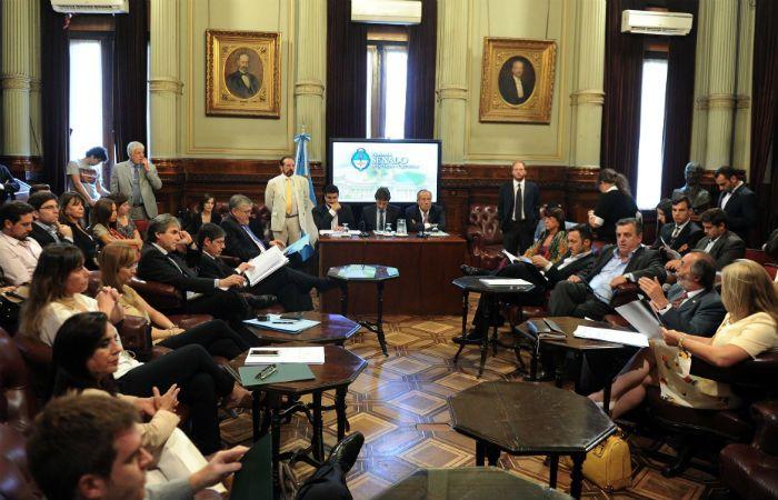 Los legisladores discutieron el DNU de Macri que elevaba el piso del mínimo no imponible.