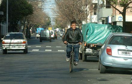 El tribunal puntualiza que es obligatorio el uso del casco por parte de los ciclistas.