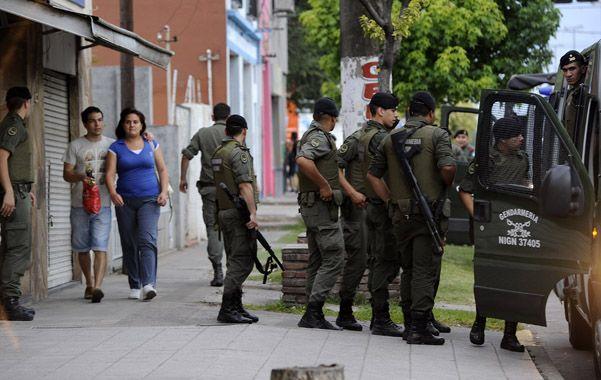 Seguridad. Efectivos y móviles de Gendarmería ayer a la tarde en bulevar Segui y Ovidio Lagos
