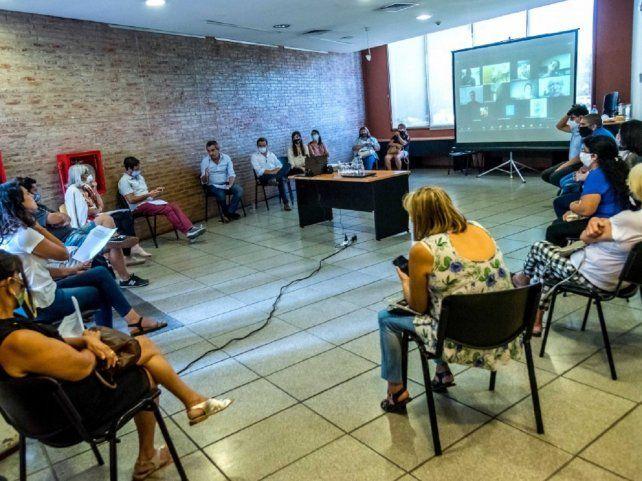 El intendente se reunió con vecinalistas en el Distrito Centro para tratar el tema de la inseguridad en la ciudad. (Foto: Subsecretaría de Comunicación Social / Marcelo Beltrame)