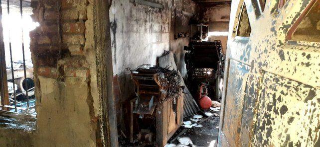 La casa de Albertini al 3100 totalmente quemada.
