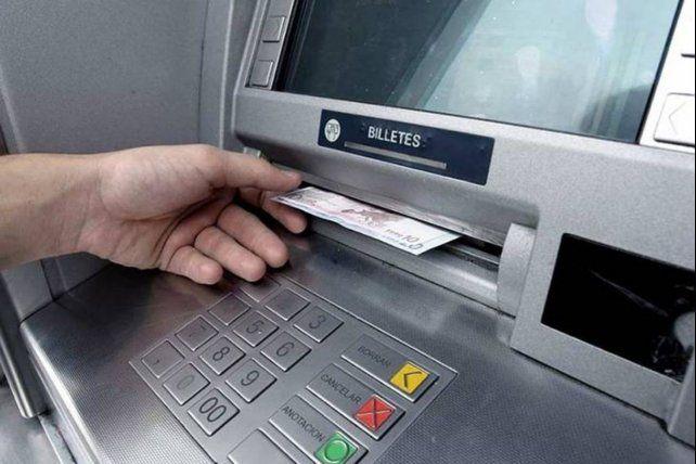 En abril queda sin efecto la gratuidad de extracción en los cajeros salvo en la cuenta sueldo
