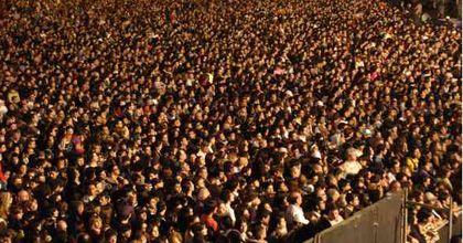 Festejos del Bicentenario: una multitud en el recital de canciones patrias reformuladas