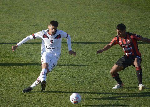 El creativo. Nicolás Castro es el generador del fútbol rojinegro. Se anima a patear seguido desde afuera y de esa manera convirtió dos goles.