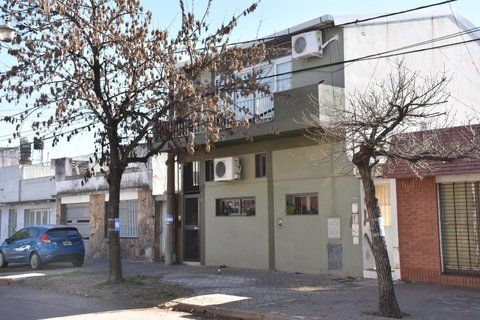 la vivienda. El ladrón asesinado se tiró desde el balcón de la casa de Riobamba al 3900 y reibió un tiro en la espalda.