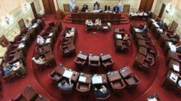 reducido. La sesión de Diputados fue semipresencial, con asistencia de los presidentes de cada bloque.