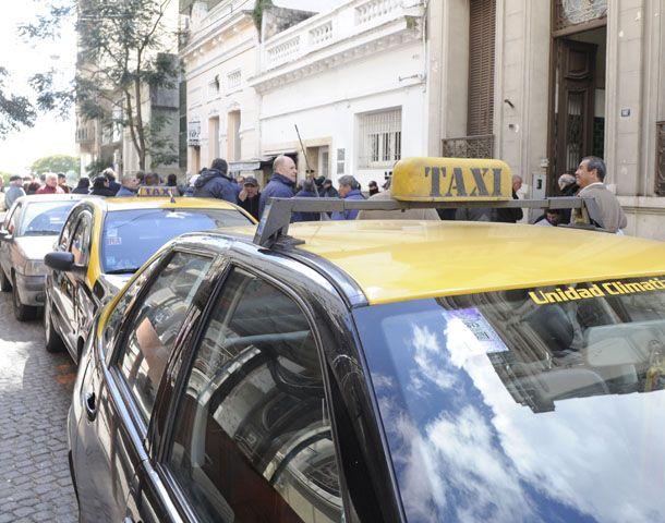 Los taxistas juntaron firmas y exigen la renuncia de Lamberto.