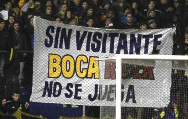 En una de las populares de la Bombonera se pudo ver una bandera en la que pidieron el ingreso de público visitante para el partido ante River.