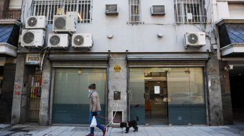 La sede local de la Dirección de Niñez en Rosario, en la cortada Ricardone y Corrientes, donde hasta hace pocos días trabajaba el hombre que fue detenido e imputado del abuso sexual de la nena que debía cuidar.