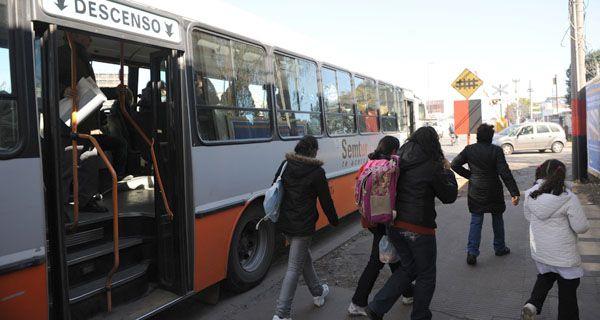 El municipio garantiza el pago a los choferes de colectivos pese al recorte de subsidios al gasoil