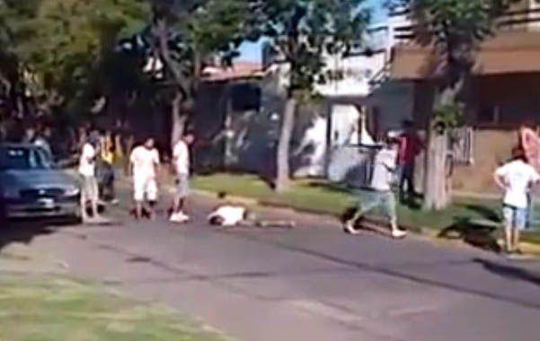 Video. David Moreira fue golpeado salvajemente después que su supuesto cómplice de robo escapó a la carrera.