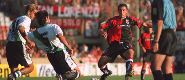 En acción. Maxi Rodríguez durante su paso anterior por Newell's. Ayer la Fiera hizo fútbol con sus compañeros en Bella Vista. (Goto: Hugo Ferreyra)