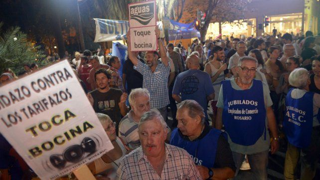 Una de las marchas en contra de los tarifazos en los servicios públicos.